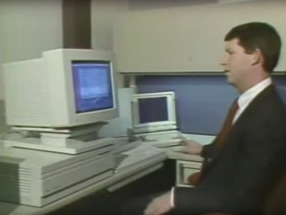 5位:Macintosh IIx(1988年)、9369ドル(約100万円)
