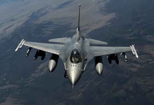 F-16C:8000ドル、F-16D:8696ドル