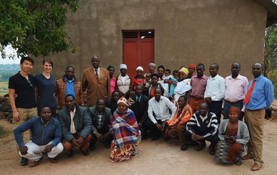 ルワンダの地元コミュニティーの方々と