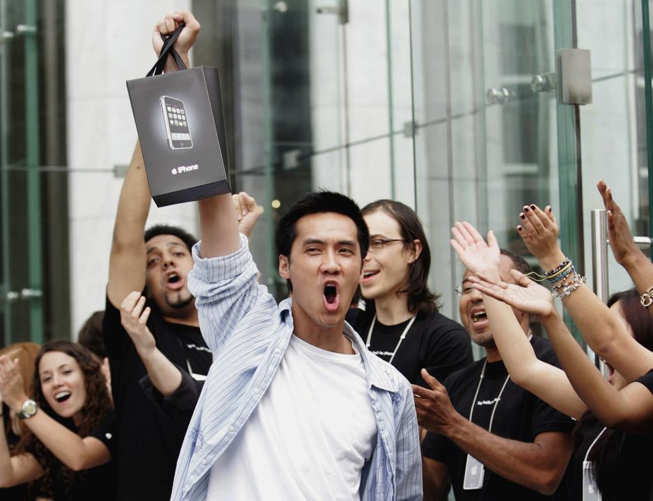 まず、アップルには熱心なファンがいる。そしてコンシューマー向けハードウェア製品については確かな評価を得ている。