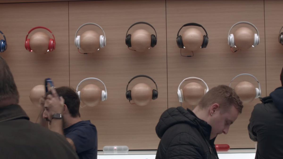 ヘッドフォンの設計についての詳しい情報がないため、アップルがどんな問題に直面したのかは分からない。我々が知っているのは、Beatsではなくアップルのロゴを冠した製品になるということ。そして、2019年3月に発売された第2世代AirPodsに搭載された、新しいH1チップを搭載する可能性が高いということ。