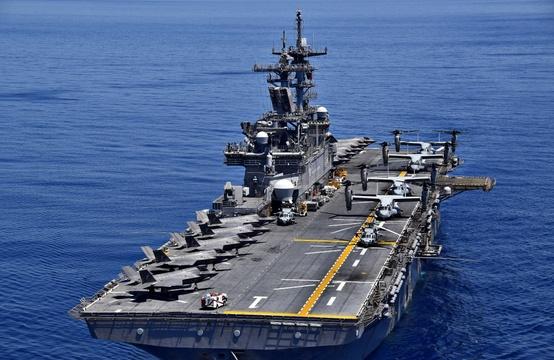 強襲揚陸艦USSワスプ。