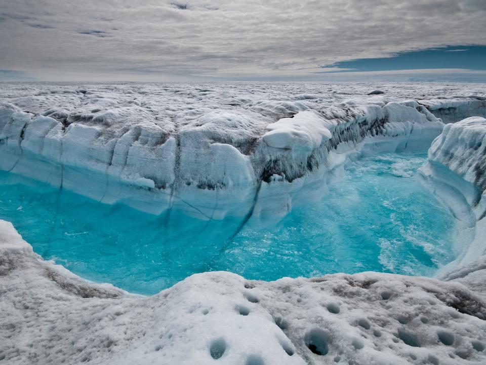 グリーンランド氷床の雪解け水