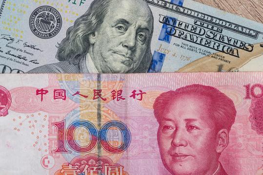 人民元と米ドル。