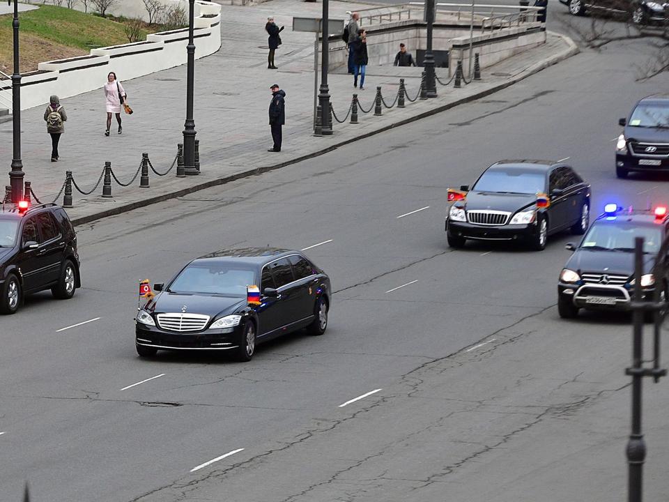 金委員長の車列、ウラジオストクにて。