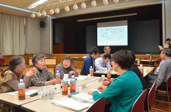 インフラ整備について話し合う岩手県矢巾町の住民。
