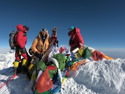 people-are-paying-up-to-130000-to-climb-mount-everest-with-personal-photographers-and-private-bars-at-base-camp