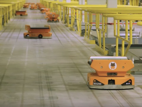 watch-amazons-mesmerizing-robot-highway-where-hundreds-of-machines-rapidly-sort-packages-for-delivery