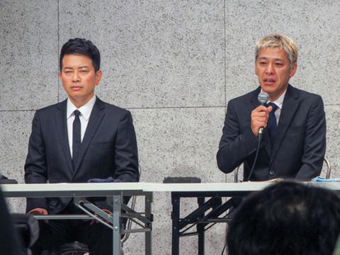 宮迫博之さん(左)と田村亮さん(右)。