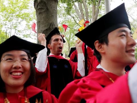 ハーバード大学は1万3000人以上の超富裕層を生み出したと推定されている。