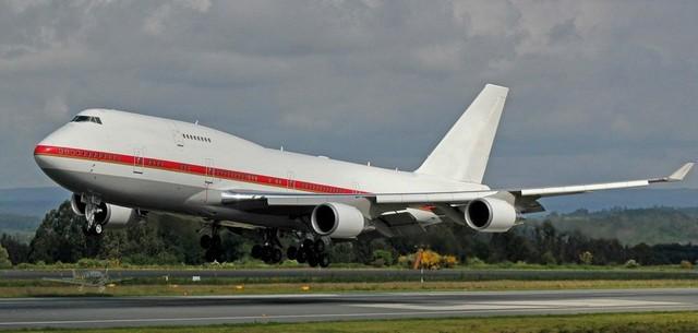専用 機 政府 政府専用機、主務機変更して目的地到着 英はタイフーン戦闘機などで警備