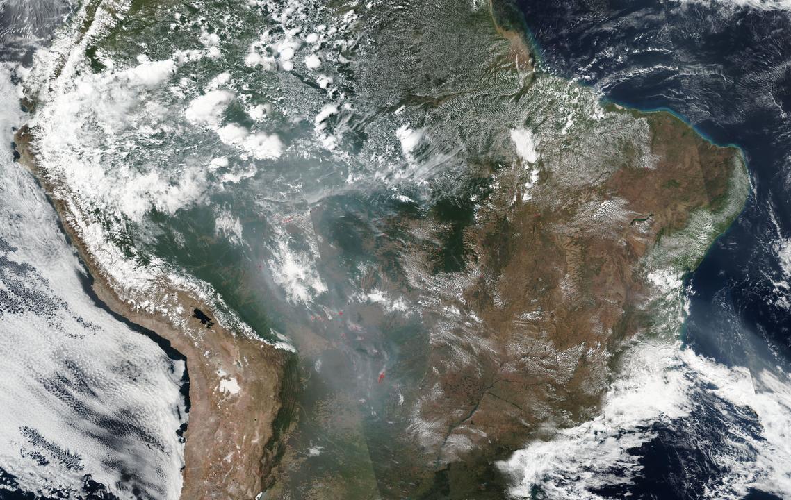 火災が起きているアマゾン川流域を捉えたNASAの衛星画像。2019年8月21日。