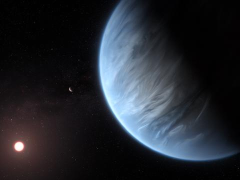 赤色矮星を周回するK2-18bの想像図。現時点においてK2-18bは、太陽系外のスーパーアースの中で、水と生命活動が維持できる温度を有する唯一の惑星であることが分かっている。
