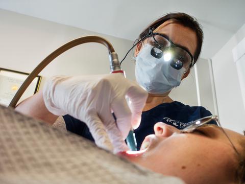 歯科医は第3位。