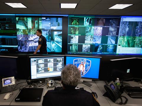 ドローン、顔認識、通信傍受…最新技術の導入で、アメリカの警察の監視 ...