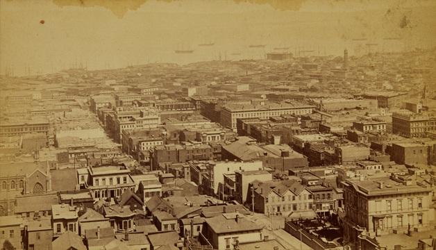 パノラマ写真には、1stストリートとハワード・ストリートの交差点も写っている。そこには、ライフル用の銃弾を製造していた3階建ての工場があった。