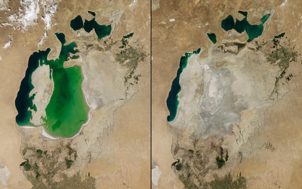 NASAが公開したアラル海の衛星写真。左は2000年8月のもので、湖の範囲が1960年代からかなり小さくなったことが分かる。右は2014年撮影のもので、過去600年間で初めて湖東部が砂漠化した様子が分かる。