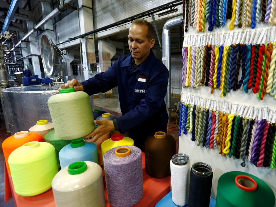 ベラルーシのポリエステル製糸工場。2016年5月。