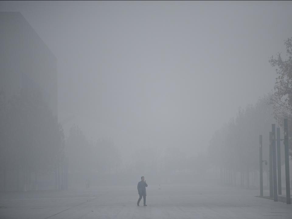黄砂警報が出されたあとの天津市、中国。2018年11月。