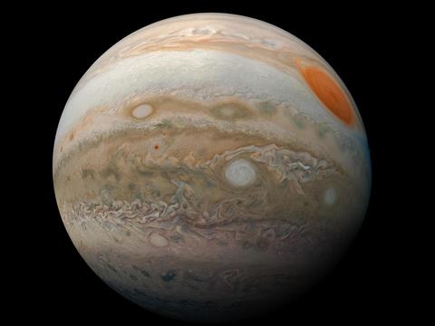 木星の大赤斑と乱流が印象的なこの画像は、2019年2月12日に巨大惑星に接近したNASAのジュノー宇宙船によって撮影された。