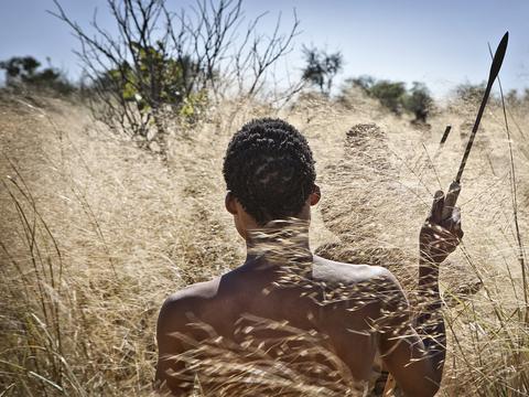 ボツワナのコイサン族は、現在生きているすべての人間の母系共通祖先としてミトコンドリアDNAを共有している。