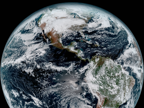 アメリカの気象衛星GOES-16がとらえた地球。2017年1月15日撮影。