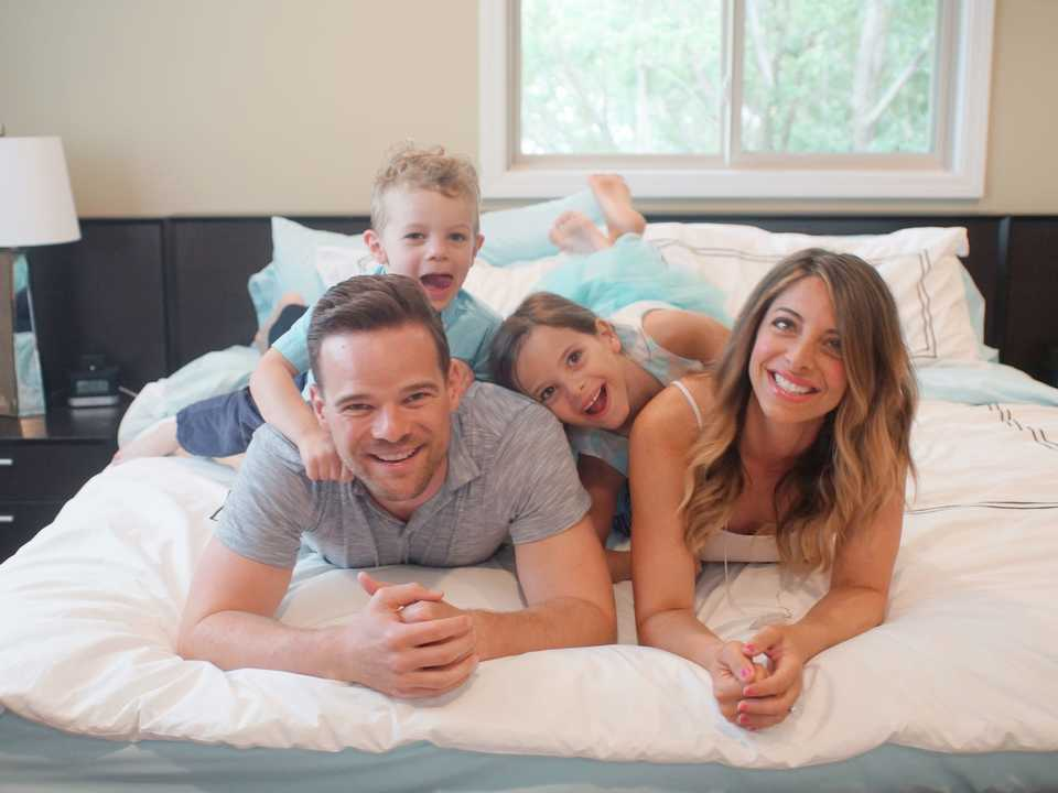 アンディ・ヒルと家族。