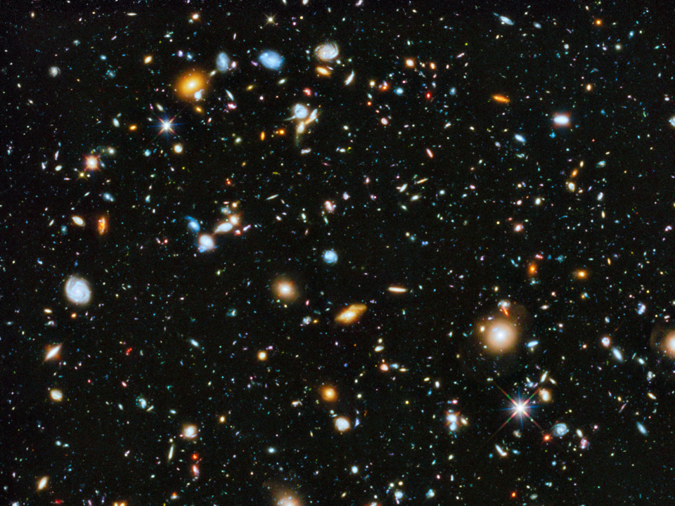 ハッブル宇宙望遠鏡による9年間の観測により、最も暗い夜空の一角にも約1万の銀河が見えることが明らかになった。
