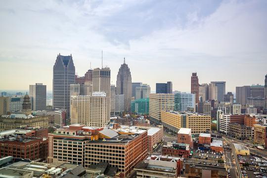 ミシガン州デトロイトを含むいくつかの地域が、新たな移住者にインセンティブを提供している。