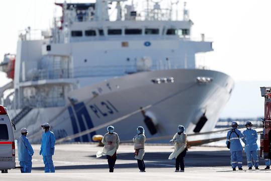 横浜港に接岸したクルーズ船