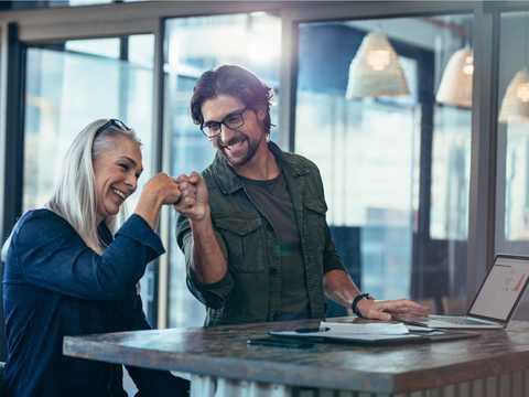 多世代からなる人員を企業はどうしたら最大限に活用できるだろうか。役立つのは「世代コンサルタント」だ。