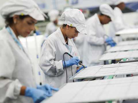 BYDは、コロナウイルスの影響で需要が急増したフェイスマスクの製造を開始した。
