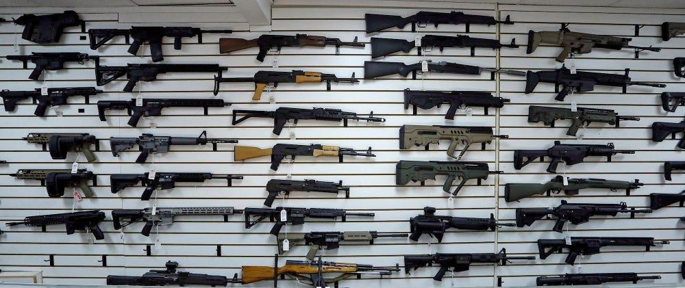 壁いっぱいの銃