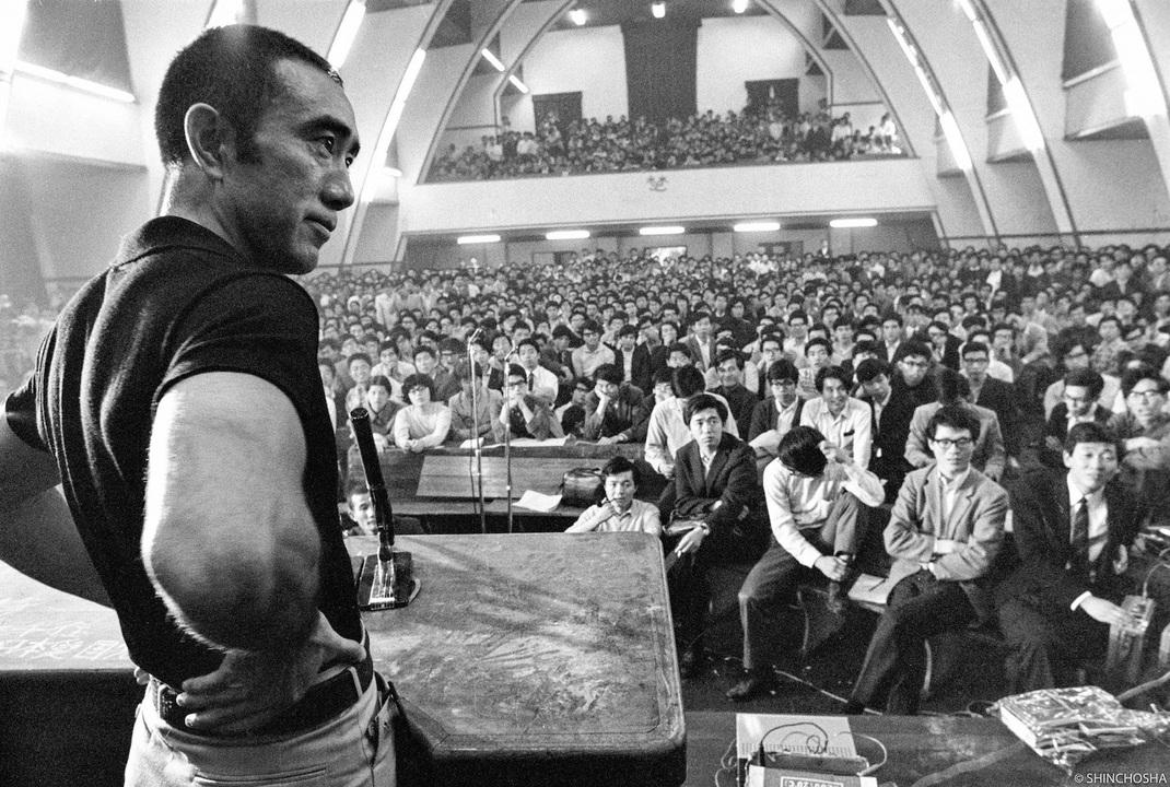 戦後の日本文学界を代表する作家だった三島由紀夫。自ら命を立つ半年前、1000人の学生に向け何を語ったのか。(「三島由紀夫vs東大全共闘 50年目の真実」)
