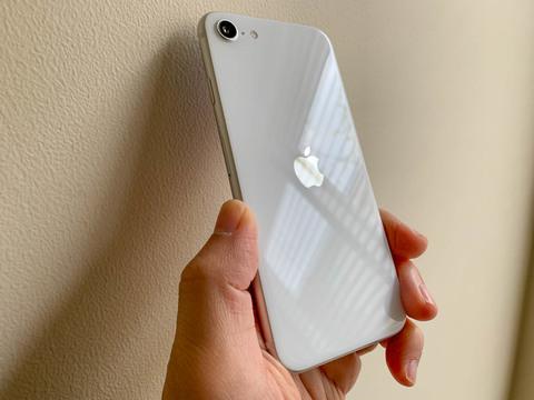 楽天SIMも使えた、SIMフリー版「新型iPhone SE」はありかなしか | Business Insider Japan