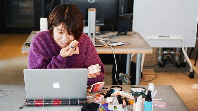 韓国メイクアップ中の私