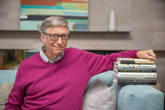 ビル・ゲイツと彼がピックアップした書籍。