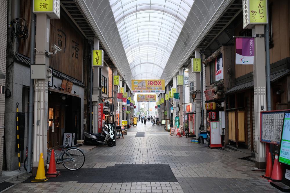 東京・浅草の商店街