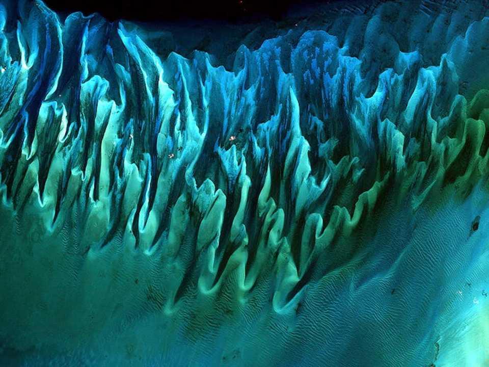 バハマ諸島近くの海