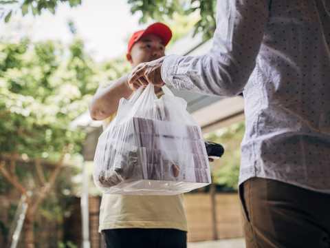 宅配専門飲食店は、パンデミックの困難に立ち向かうのに打ってつけの業態だ。