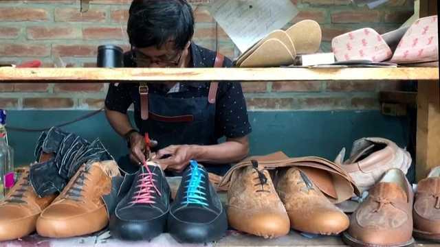 靴をつくる人