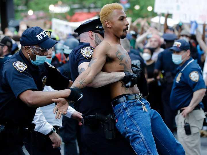 警察の対応の違いが逮捕者数にも影響? アメリカでは5600人以上のデモ ...