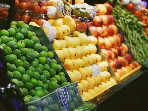 肉、チーズ、いちご…… 専門家が指摘する、食料品店で今後、目にする ...