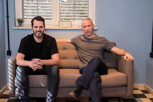 レモネード保険の創設者、ダニエル・シュライバーとシャイ・ウィニンガー。