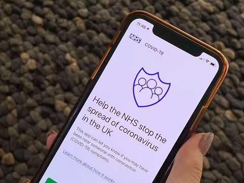 イギリスの国民保健サービスは、独自の新型コロナ接触追跡アプリ開発を断念した。