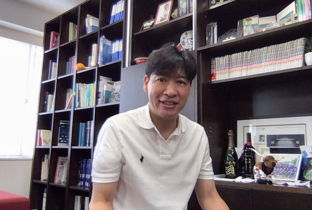 伊丹健一郎教授