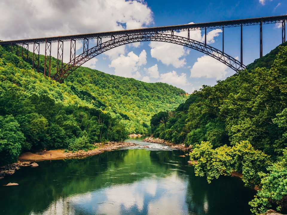 ニュー川渓谷橋(New River Gorge Bridge)。