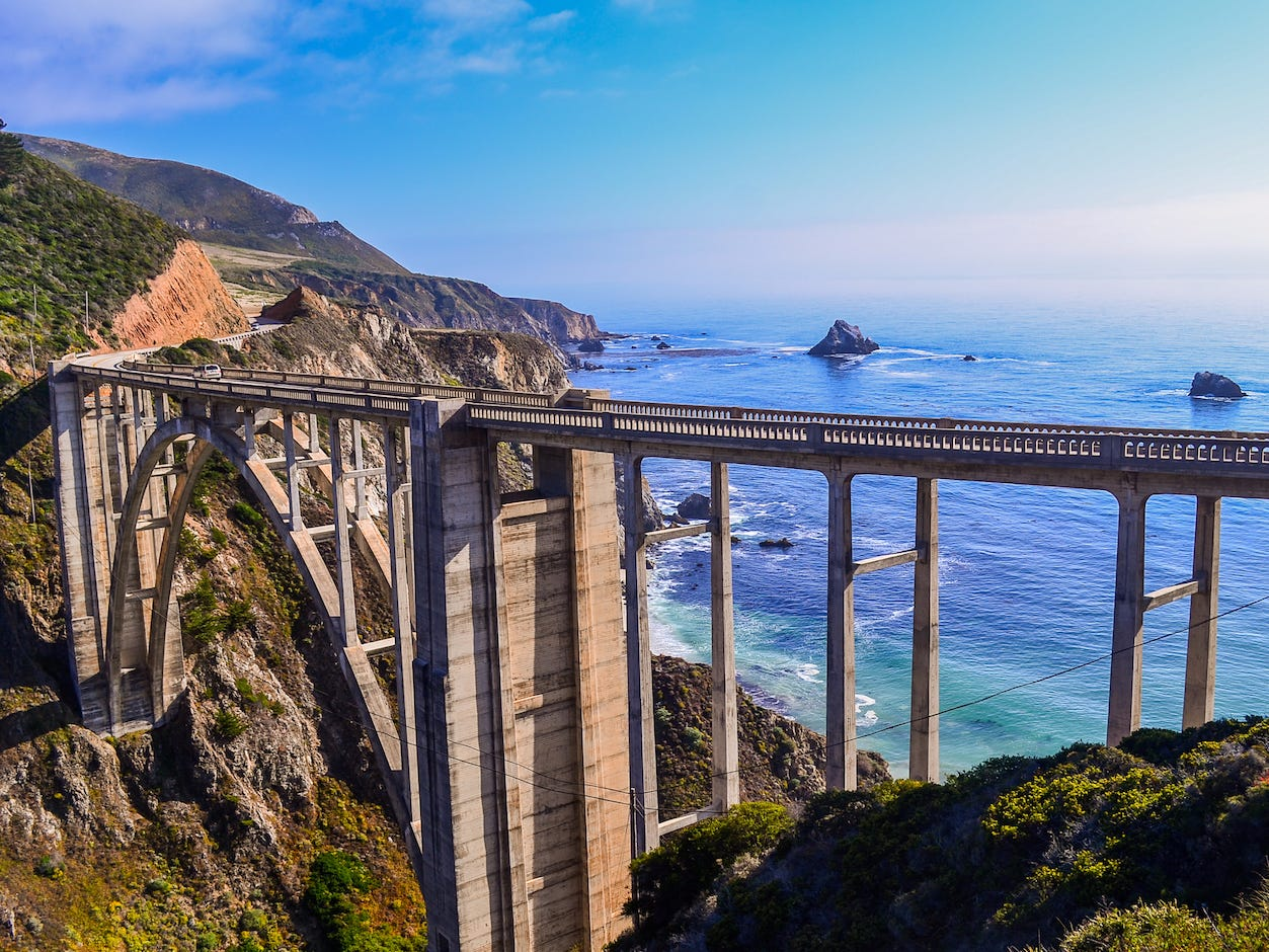 ビクスビー橋(Bixby Creek Bridge)。