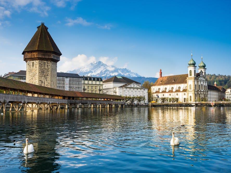 スイスのカペル橋(Kapellbrucke)。