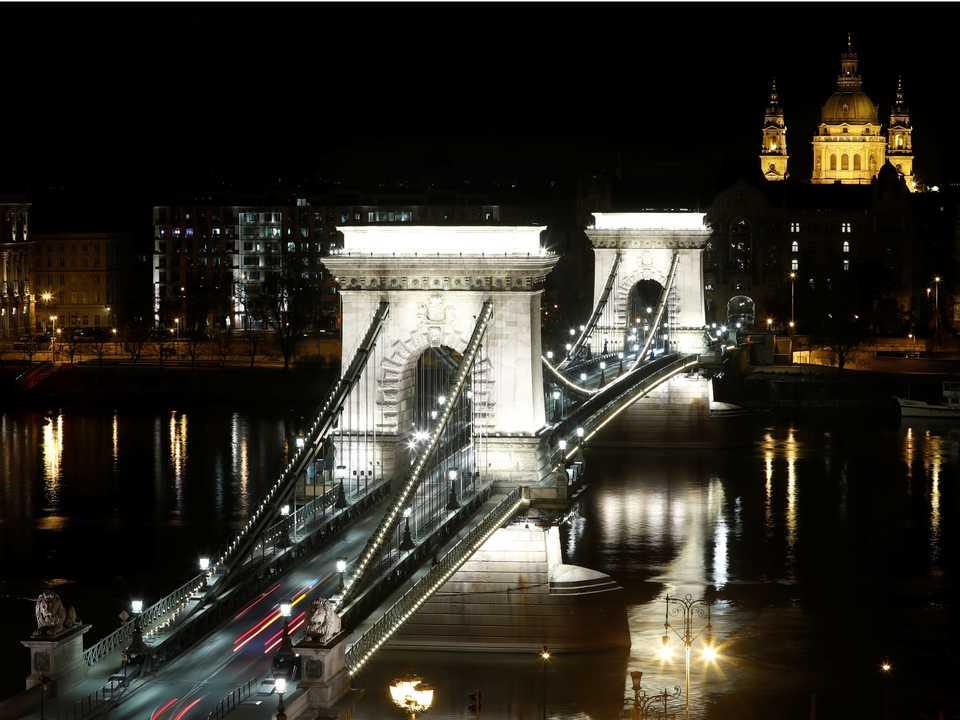 ブダペストの鎖橋(Chain Bridge)。